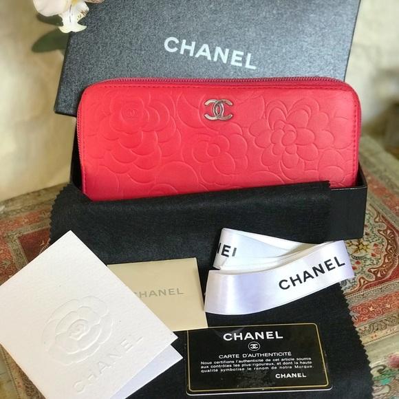 20a4e346328f6a CHANEL Handbags - CHANEL Vintage Camellia Zip Wallet
